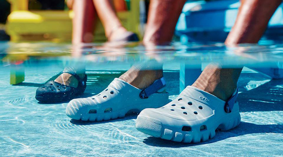 Crocs Q2 Exceeds Expectations, CFO To Resign