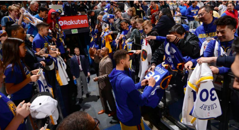 Stephen Curry, Warriors Once Again Tops NBA Merchandise Sales