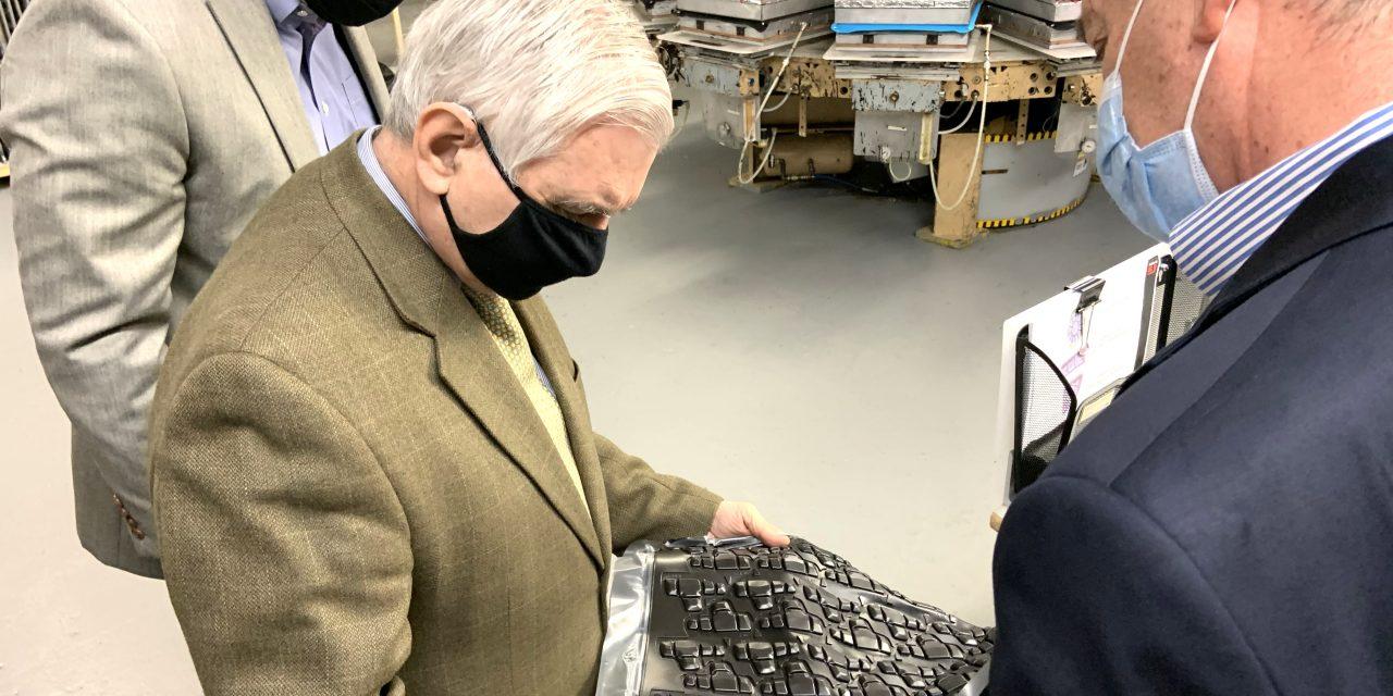 G-Form Hosts Senator Reed At North Smithfield Manufacturing Facility
